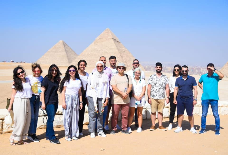 خلال جولة في أهرامات الجيزة - مين.  السياحة والآثار