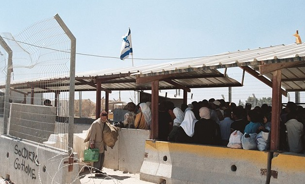 Palestinians queued up at Qalandiya Checkpoint outside of Ramallah city - CC wikimedia commons