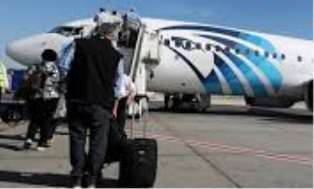 FILE PHOTO: Passengers board an EgyptAir flight in Luxor, Egypt, November 26, 2018. REUTERS/Mohamed Abd El Ghany/File Photo