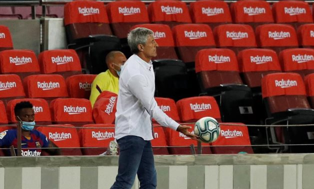 Barcelona coach Quique Setien during the match, as play resumes behind closed doors following the outbreak of the coronavirus disease (COVID-19) REUTERS/Albert Gea