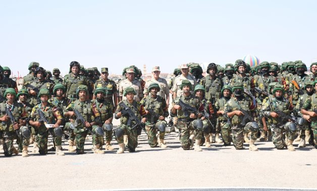 Egypt's Chief of Staff inspects combat readiness of soldiers near Libyan border