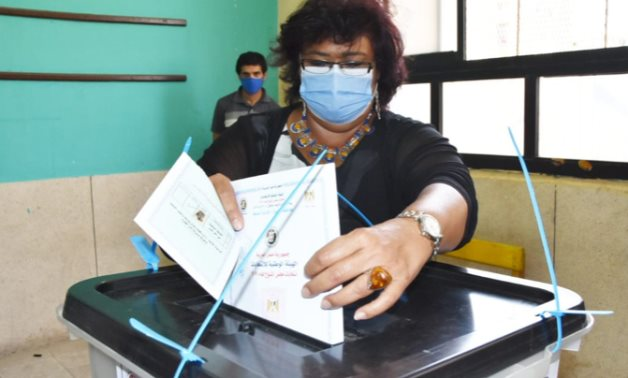 Inas Abdel Dayem while casting her vote in the Senate elections on Aug. 11, 2020 - Egypt's Min. of Culture