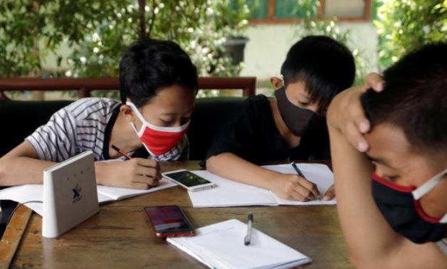 Students in Indonesia studying using shared free WiFi - Reuters/Willy Kurniawan