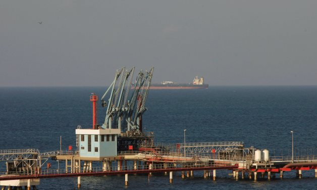 FILE PHOTO: A view of pipelines and a loading berth of the Marsa al Hariga oil port in the city of Tobruk, east of Tripoli, Libya, August 20, 2013. REUTERS/Ismail Zitouny/File Photo/File Photo