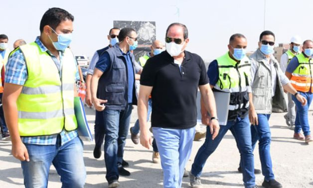 Egyptian President inspects road projects in Cairo – press photo