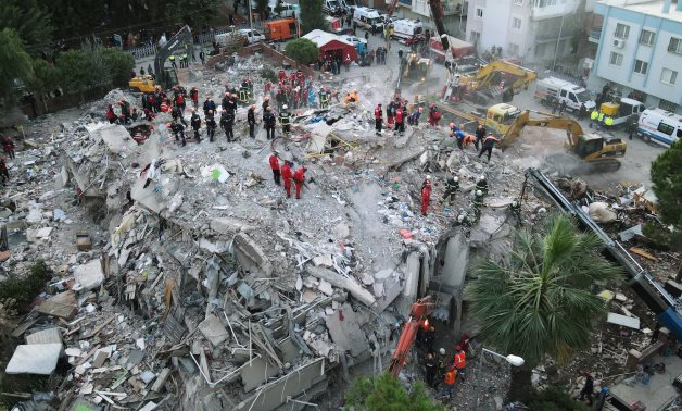An aerial view shows rescue workers searching for survivors at a collapsed building after an earthquake in the Aegean port city of Izmir, Turkey October 31, 2020. Picture taken with a drone. REUTERS/Murad Sezer