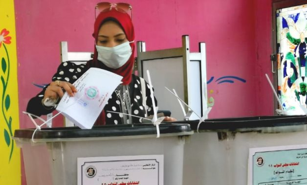 A woman from Suez governorate casts her vote in the 2nd phases of the 2020 House election- Youm7 photo