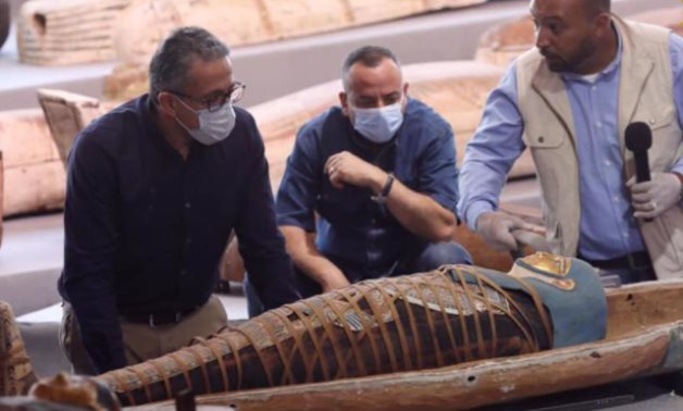 Khaled el-Enany (L) and Mostafa Waziri (M) during the latest discovery in Saqqara - photo via Egypt's Min. of Tourism & Antiquities
