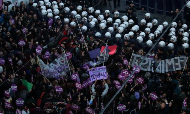 Riot police prevent women's rights activists from marching through Taksim Square to protest against gender violence in Istanbul, Turkey, November 25, 2018. REUTERS/Umit Bektas