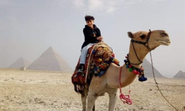 Maysara Mahmoud during his visit to the Giza Pyramids on Jan. 7 - Photo via Egypt's Min. of Tourism & Antiquities