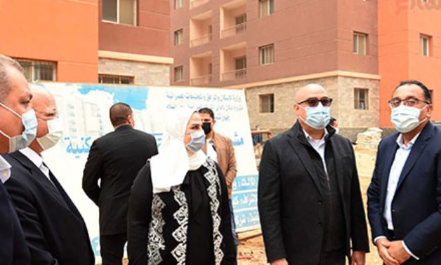 Egypt's PM inspects social housing projects for residents of unsafe slums