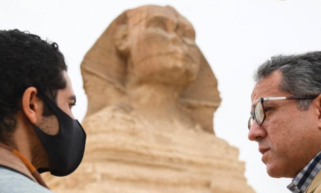 Khaled el-Enani (R) with Aladdin's star Menna Massoud - Ministry of Tourism & Antiquities