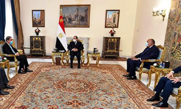 Sisi's meeting with Minister of Foreign Affairs of Pakistan Makhdoom Shah Mahmood Qureshi, in the presence of Egypt's Minister of Foreign Affairs Sameh Shoukry.