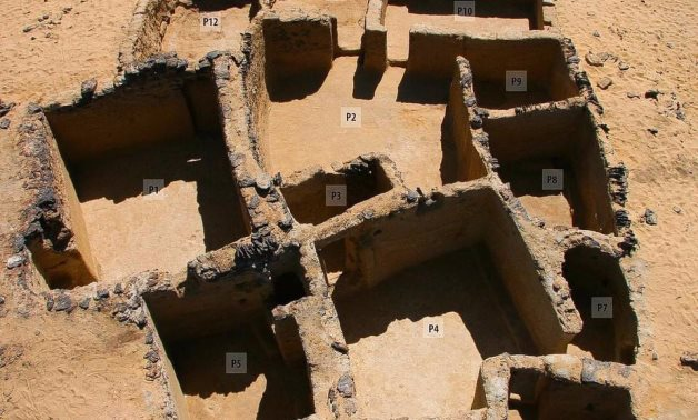 File: Egypt uncovered Mud brick buildings dating back to the fourth and seventh centuries AD in Bahariya Oasis.
