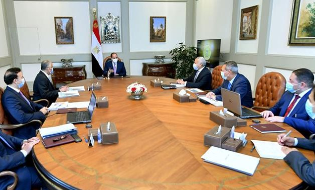 President Sisi meets with CEB officials and other CEOs of other banks on May 11- press photo