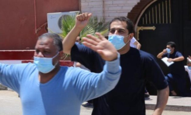 Egyptian prisoners walk out of jail after being pardoned- press photo