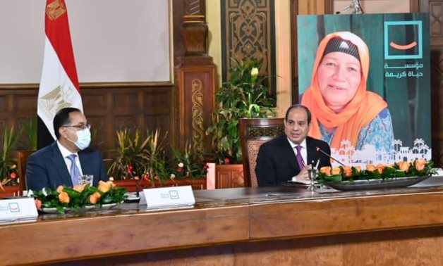 Egyptian President Abdel Fattah El-Sisi holds a meeting with businessmen, premier and intelligence chief on Haya Karima project to develop countryside – Presidency