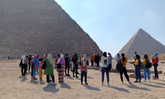 """Participants of the previous """"Ahl Masr"""" project during a visit to the Great Giza Pyramids - ET"""