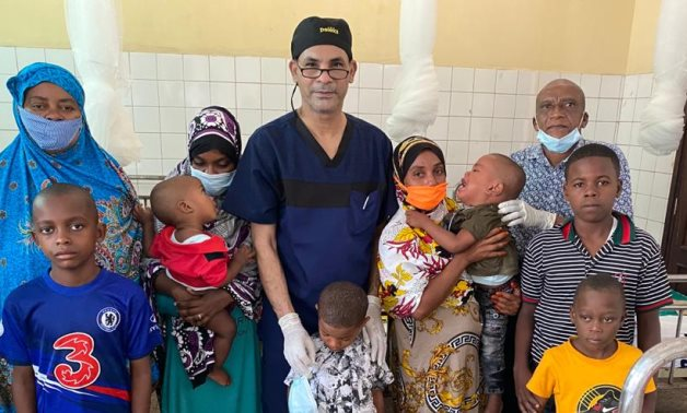 Doctor Mohamed al-Dahshoury, dean of the Faculty of Medicine at Aswan University, with Tanzanian families