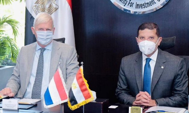 CEO of Investment Authority meets Dutch ambassador in Egypt- Press photo