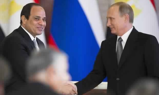 Russian President Putin (R) shakes hands with his Egyptian counterpart al-Sisi after their talks at the Kremlin in Moscow on 26 August, 2015 (AFP)