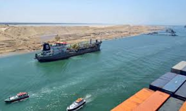(A cargo ship is seen crossing through the New Suez Canal, Ismailia, Egypt, July 25, 2015 (Source: Reuters