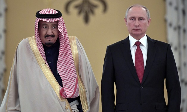 Russian President Vladimir Putin (R) and Saudi Arabia's King Salman attend a welcoming ceremony ahead of their talks in the Kremlin in Moscow, Russia October 5, 2017. Sputnik/Alexei Nikolsky/Kremlin via REUTERS ATTENTION EDITORS - THIS IMAGE WAS PROVIDED
