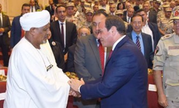 Sisi rewards Edris by a medal for creating October War Code