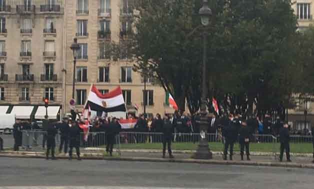 Egyptian community receives Sisi outside Elysee Palace