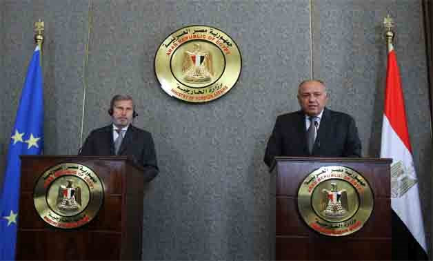 European Neighborhood Policy and Enlargement Negotiations Commissioner Johannes Hahn (L) and Egyptian Foreign Minister Sameh Shoukry (R) during a press conference on October 30, 2017 in Cairo- press photo
