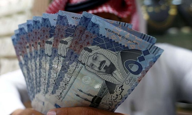 A Saudi money changer displays Saudi Riyal banknotes at a currency exchange shop in Riyadh, Saudi Arabia July 27, 2017. REUTERS-Faisal Al Nasser