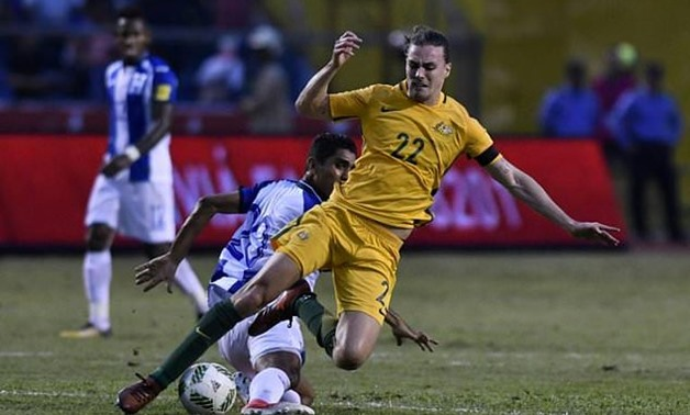 Honduras' Jorge Claros (L) and Australia's Jackson Irvine fall during the first leg football match of their 2018 World Cup qualifying play-off in San Pedro Sula, Honduras, on November 10, 2017