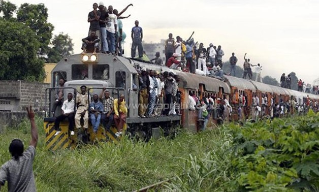 This picture taken on November 8, 2006 shows a commuter train carrying Congolese people in Kinshasa/AFP