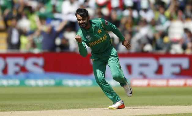 Britain Cricket - Pakistan v South Africa - 2017 ICC Champions Trophy Group B - Edgbaston - June 7, 2017 Pakistan's Mohammad Hafeez celebrates taking the wicket of South Africa' Quinton de Kock (not pictured) Action Images via Reuters / Andrew Boyers Live