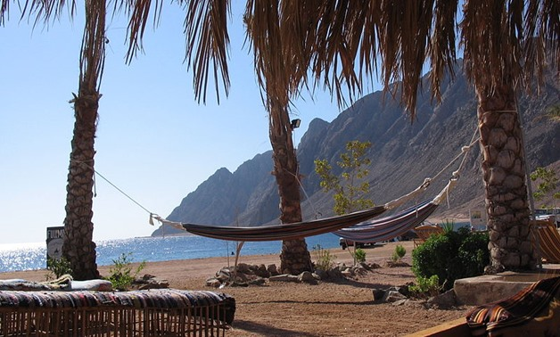 Two hammocks at a Dahab beach, Nov. 22, 2005 - Wikimedia/jay8085