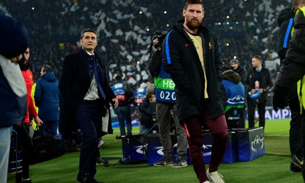 Barcelona's Lionel Messi and coach Ernesto Valverde before the match - Champions League - Juventus vs FC Barcelona - Allianz Stadium, Turin, Italy, November 22, 2017- REUTERS/Massimo Pinca