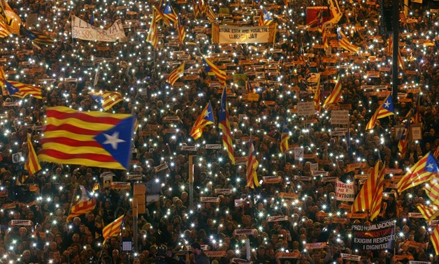 Protesters hold the lights of their mobile phones as they wave Estelada flags during a demonstration called by pro-independence associations asking for the release of jailed Catalan activists and leaders, in Barcelona, Spain, November 11, 2017. REUTERS/Al