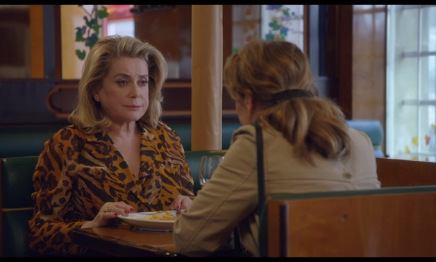Screencap from the film's trailer showing Beatrice and Claire, November 29, 2017 – UniFrance/Youtube