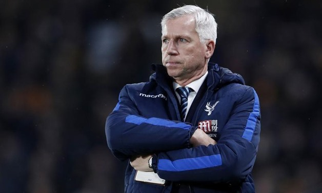 Football Soccer Britain - Hull City v Crystal Palace - Premier League - The Kingston Communications Stadium - 10/12/16 Crystal Palace manager Alan Pardew looks dejected Action Images - Reuters / Lee Smith Livepic