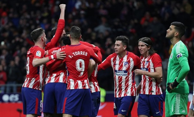 Soccer Football - La Liga Santander - Atletico Madrid vs Real Sociedad - Wanda Metropolitano, Madrid, Spain - December 2, 2017 Atletico Madrid's Antoine Griezmann celebrates scoring their second goal with teammates REUTERS/Sergio Perez