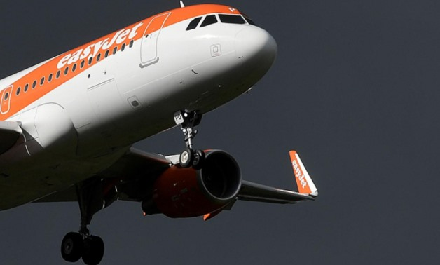 An EasyJet passenger aircraft makes its final approach for landing at Gatwick Airport in southern England, Britain, October 9, 2016 - REUTERS/Toby Melville/File Photo
