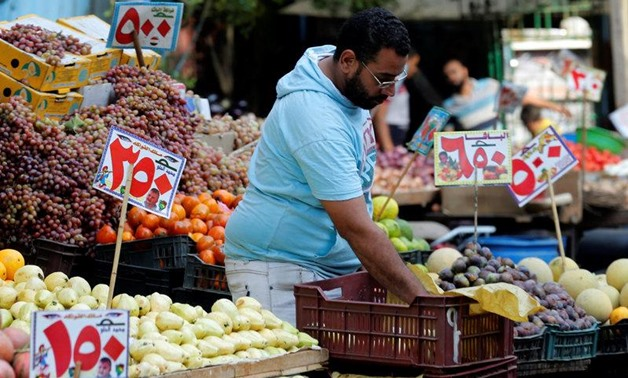 REUTERS/Amr Abdallah Dalsh- A vendor waits for customers at a market in Abbdien square in Cairo, Egypt October 20, 2016