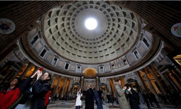 Tourists visit the ancient Pantheon in downtown Rome, Italy December 11, 2017. REUTERTS/Tony Gentile