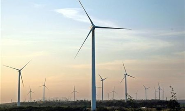 Wind turbines turn in the breeze at Nagaj village in Sangli district in the western Indian state of Maharashtra December 5, 2009. REUTERS/Uday Deolekar