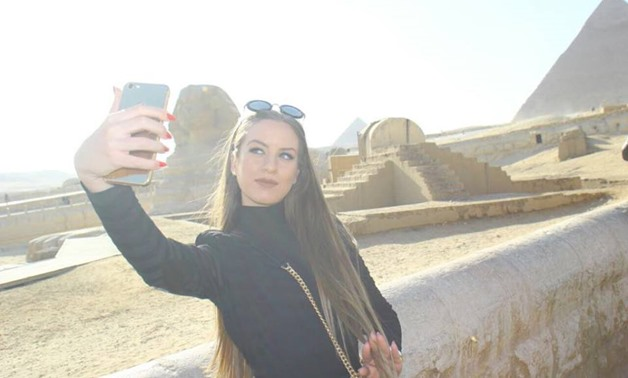Maria Psilou is taking selfie with Farah Shabban at Cairo international airport – Egypt Today/Mahmoud Hassaballah