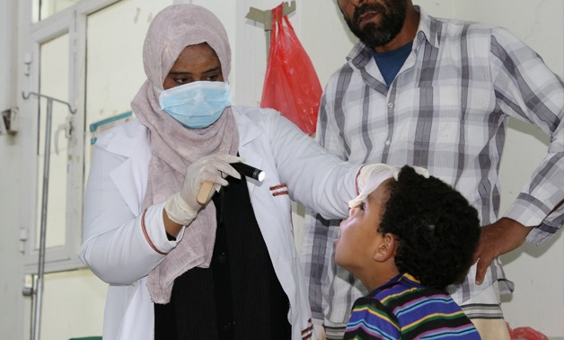 Nahla Arishi, a pediatrician, checks a boy infected with diphtheria at the al-Sadaqa teaching hospital in the southern port city of Aden, Yemen December 18, 2017. Picture taken December 18, 2017. To match Special Report YEMEN-DIPHTHERIA/ REUTERS/Fawaz Sal