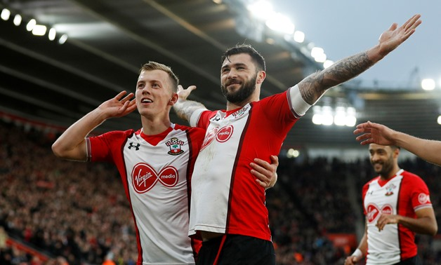 Soccer Football - Premier League - Southampton vs Huddersfield Town - St Mary's Stadium, Southampton, Britain - December 23, 2017 Southampton's Charlie Austin celebrates scoring their first goal with James Ward-Prowse REUTERS/Peter Nicholls