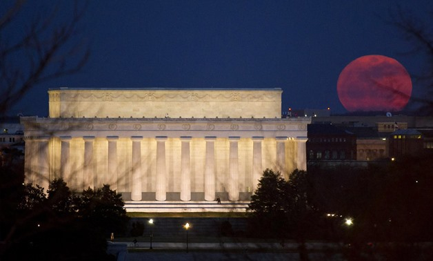 "A ""super moon"" rises near the Lincoln Memorial on March 19, 2011, in Washington, D.C. Image Credit: NASA/Bill Ingalls"