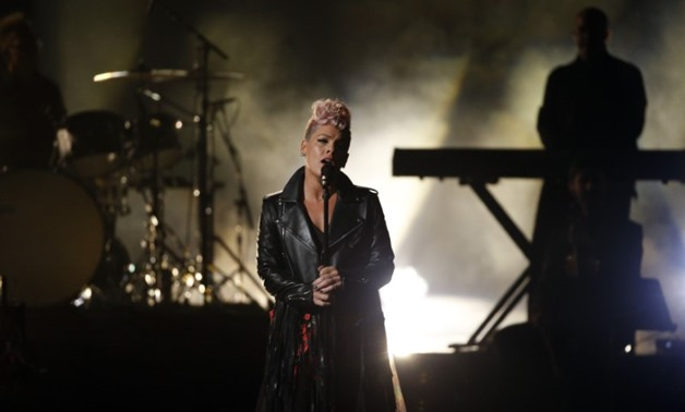 2017 American Music Awards – Show – Los Angeles, California, U.S., 19/11/2017 – Singer Pink performs. REUTERS/Mario Anzuoni - HP1EDBK04T7CD