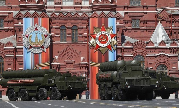 FILE PHOTO - Moscow - Russia - 07/05/2017 - Russian army S-400 Triumph medium-range and long-range surface-to-air missile system rehearse before the World War II anniversary in Moscow. REUTERS/Maxim Shemetov